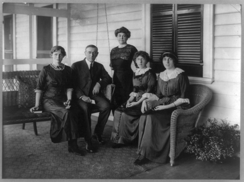 Woodrow_Wilson_with_his_wife_and_three_daughters
